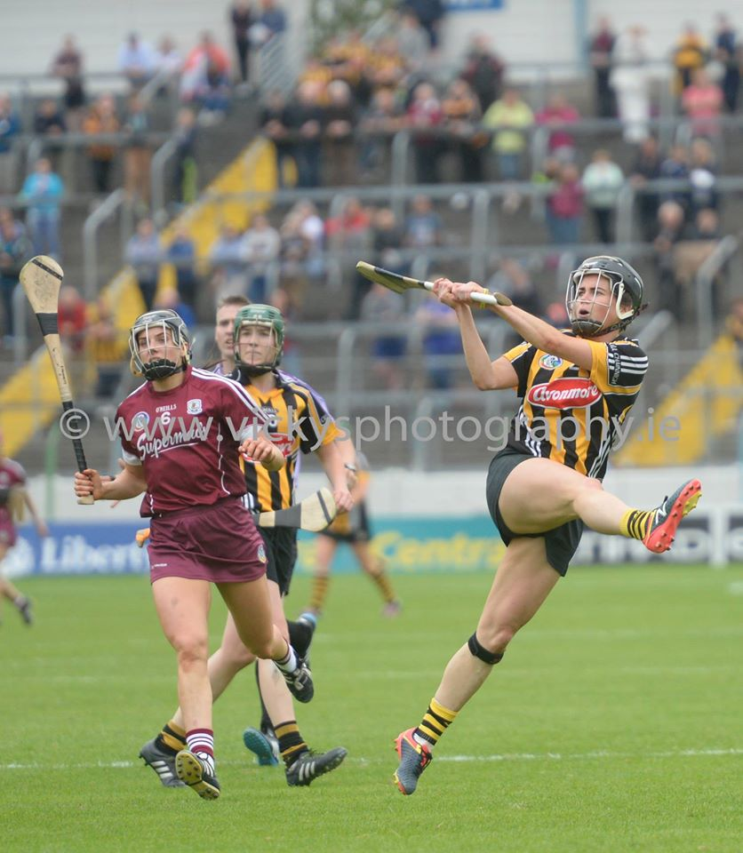 Katie Power Kilkenny in action vs Galway All Ireland Senior Camogie Championship Semi Final Photos by Vicky Comerford Sport | Wedding | Event photographer | http://vickysphotography.ie