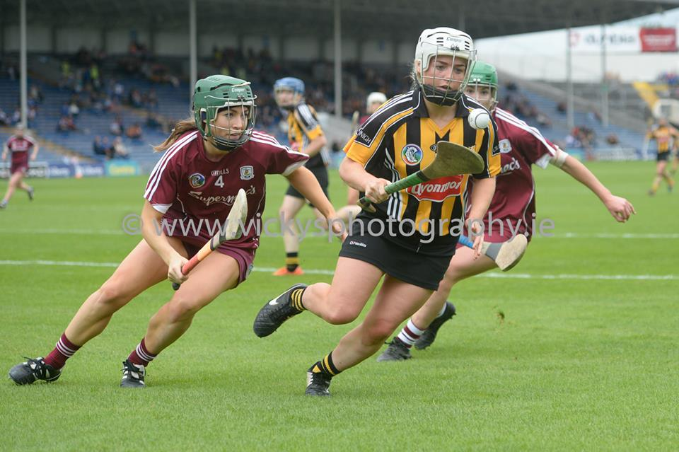 Shelly Farrell Kilkenny in action vs Galway All Ireland Senior Camogie Championship Semi Final Photos by Vicky Comerford Sport | Wedding | Event photographer | http://vickysphotography.ie